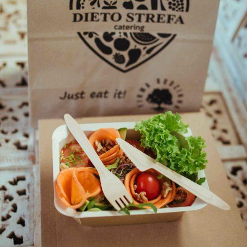 Sałatka dietetyczna Dietostrefa Catering Dietetyczny Dieta pudełkowa z dostawą
